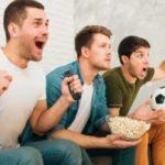 Причины, по которым смотреть футбол дома также здорово